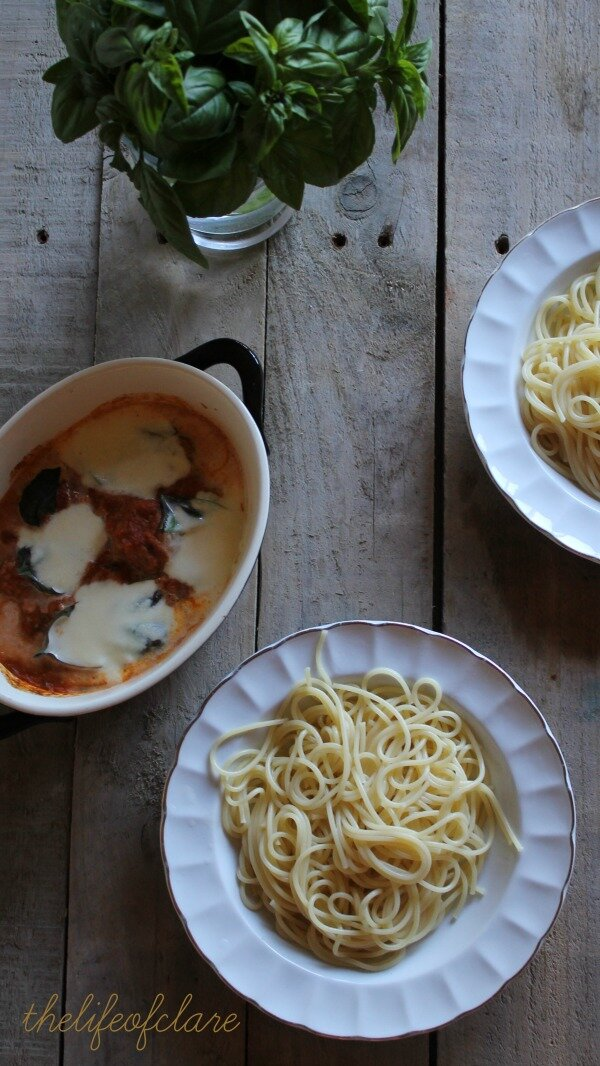 spaghetti with baked meatballs